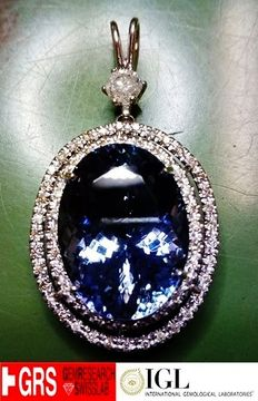 Pendant – 18 kt gold – GRS-certified tanzanite stone, 28.61 ct – IGL-certified solitaire diamond, 0.65 ct – Accent diamonds totalling 0.65 ct.