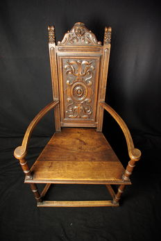 Caquetoire or conversation chair in carved walnut, Renaissance style - France - 19th century