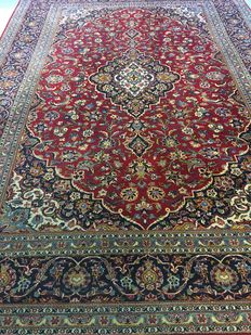 Beautiful hand knotted original Persian ROYAL KASCHAN with plant-based colours ! Signed !!, approx. 271 x 390 – PERSIAN – Free shipping to Europe!