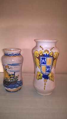 2 vases with medieval decoration