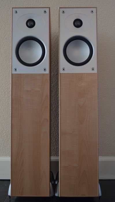 Set of beautiful Mordaunt-Short 904i speakers