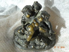 Playing putti in bronze - in the taste of Clodion - France - XIXth century