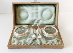 Set antique salt boxes with silver mounts and silver spoons in original case