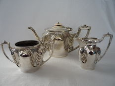 Silver plated three pieced tea set, England, first half 20th century