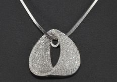 Large 3.15 ct diamond pendant and chain in 18 kt white gold