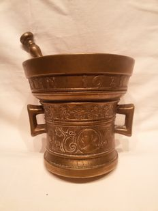 An Replica solid Bronze apothecary pharmacist's mortar bowl