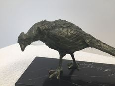 Bird in bronze on marble base, made recently