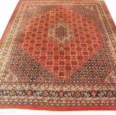 Magnificent handwoven Oriental carpet Indo Bidjar Herati, 300 x 400 cm, made in India during the end of the 20th century, very good