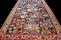 Extraordinary floral Ghom Persian rug – super quality – with certificate