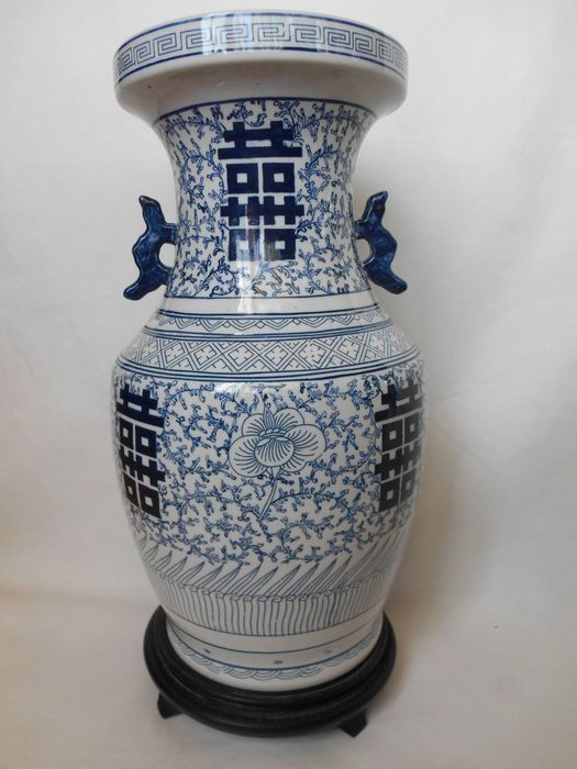 Beautiful 'double happiness' vase – China – second half 20th century