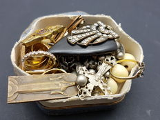 Antique jewellery box filled with jewellery, 1st half of the 20th century