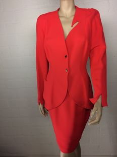 Thierry Mugler – jacket with pencil skirt in brand new condition.