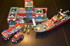 City - 7906 + 7945 - Fireboat + Fire Station