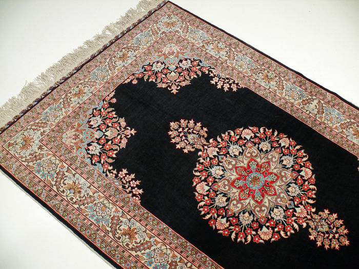 Hereke silk / Turkey  1.80 x 1.17