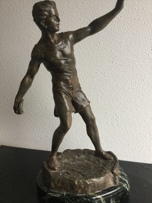 Large sculpture of a discus thrower in bronze coloured spelter - signed Ruffony - France - early 20th century