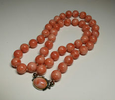 Pink coral necklace – 83.7 g – 10-11 mm.