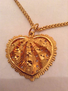 Gold chain with heart-shaped pendant