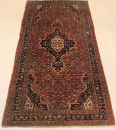 Antique hand-woven Persian carpet Malayer best wool on cotton natural colours 154 x 310 cm made in Iran around 1910 unique piece