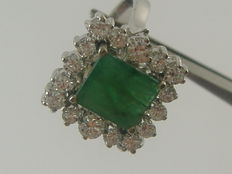 18 kt white gold ring with emerald and diamonds