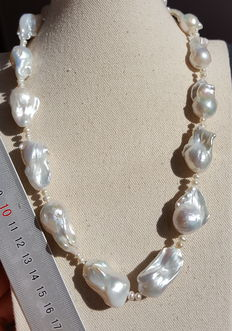 Cultured water barroques pearls necklace