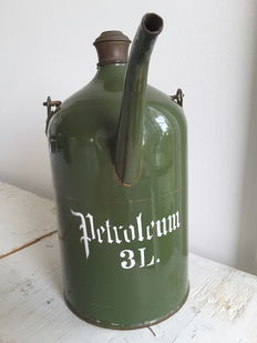Petroleum jug - 3 litres green enamel - size, diameter 14 cm, heigh 26.5 cm - mid 20th century.