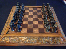 Vintage chess set - Christians against Arabs - Bronze