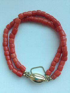 Old-Dutch 2-strand precious coral bracelet with a gold clasp