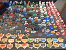 Large collection of 289 x automobile and transport pins Porsche, Zundapp, Daimler, Bentley, Fiat, Mercedes, and many other