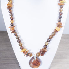 Large Baltic Amber Necklace in a butter colour and cognac tear drop shape in the centre. NO RESERVE.