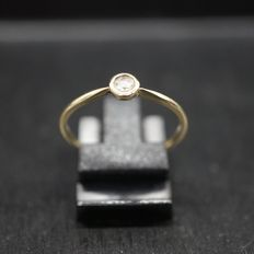 Gold ring with rose diamond.