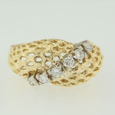 18 kt bi-colour gold ring with six brilliant cut diamonds, 0.30 ct in total, ring size 17 (53)