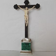 Wood and ivory crucifix on a silver and malachite base - 18th and 20th century