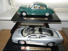 Maisto - Scale 1/18 - Lot with 2 models: Jaguar XJ 220 and Mark II