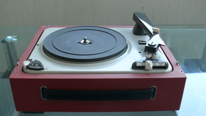 Vintage Dual P 1007 A Turntable/Turntable Case