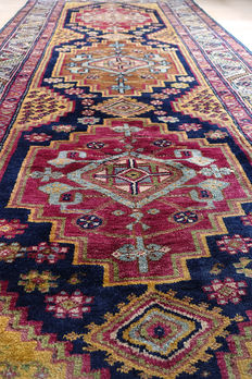Old hand-knotted Caucasian Shirvan  Rug 295 x 150cm circa 1940