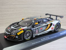 Minichamps - Scale 1/18 - Mclaren 12C GT3 24h Spa #5