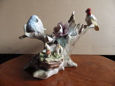 Unknown origin. Vase in porcelain, birds and flowers decoration