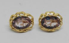 18 kt yellow gold earrings with amethysts.