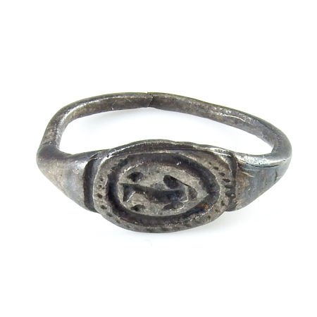 Roman silver seal ring with dolphin - 22 mm