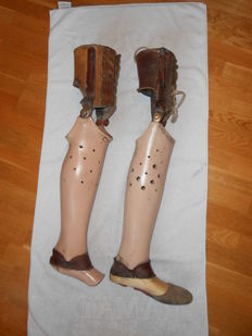 2 old leg prostheses / artificial legs