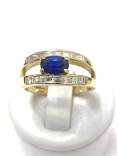 Pretty Gold Ring with Diamonds and Sapphire totalling 1.60 ct Top Wesselton.