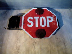 School bus / stop sign - metal - 45 x 75 x 10 cm