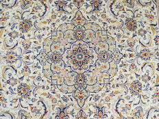 Wonderfully beautiful Persian carpet Kashan/Iran 360 x 258 cm, end of the 20th century. Top condition - top quality - signed - a piece for true fans