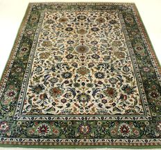 Magnificent handwoven Persian carpet Keshan Keschan. Made in Iran, mid of the 20th century 248 x 340 cm