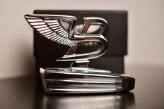 "Emblem of car Bentley ""Flying B"" in its original box - 9.5 cm"
