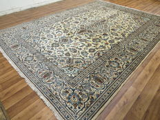Wonderfully beautiful Persian carpet Kashan/Iran 349 x 247 cm, end of the 20th century. Very good condition - top quality