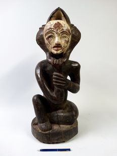 Large Okui statue from the PUNU tribe in Gabon