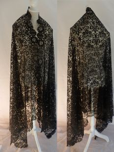 Very large mantle 'mantilla' - lace - 250x110 cm., Spain, early 20th century