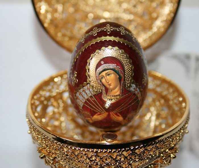 Religious egg according to K. Fabergé in watermark. Certificate of origin.