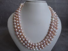 Soft pink fresh water pearls – 135 cm long necklace with 155 pearls in pastel shades